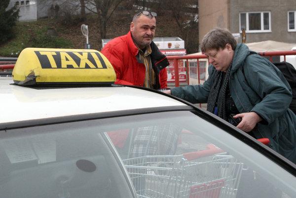 Sociálny taxík bol zavedený na základe požiadaviek seniorov.