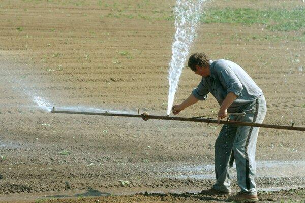 Poľnohospodári na hornej Nitre závlahy k dispozícii nemajú.
