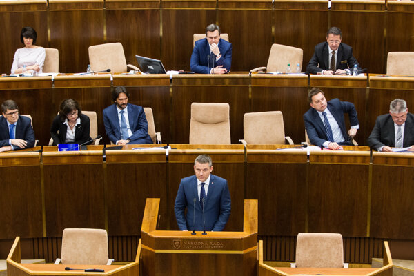 Premiér Fico pri programovom vyhlásení vlády chýba.