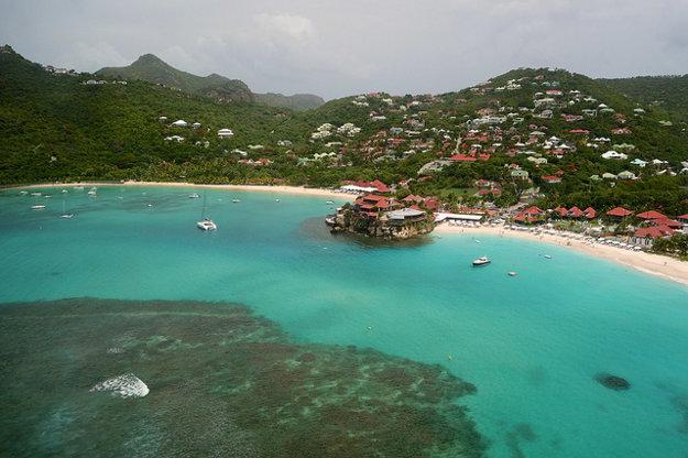 Hotel Eden Rock na pláži St. Jean patrí do prvej stovky najexkluzívnejších hotelov na svete. Jeho vily a apartmány nedávno absolvovali luxusnú modernizáciu.