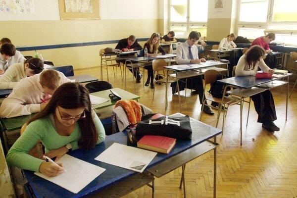 Stredné školy už niekoľko rokov bojujú s úbytkom žiakov.