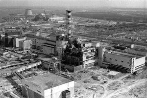 Černobyľská jadrová elektráreň po havárii v roku 1986. V prvých dňoch po katastrofe pustili k elektrárni len troch sovietskych fotografov - Volodymyra Repika, Valerija Zufarova a Igora Kostina, ktorí fotografovali elektráreň z vrtuľníka. Prví dvaja zomreli na chorobu z ožiarenia, Kostin trpel následkami a zomrel vlani pri autonehode.