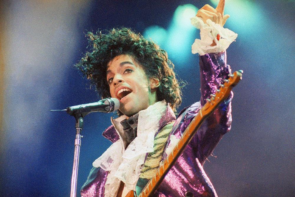 Vlastným menom Prince Rogers Nelson, bol spevákom, skladateľom, multiinštrumentalistom a hudobným producentom.
