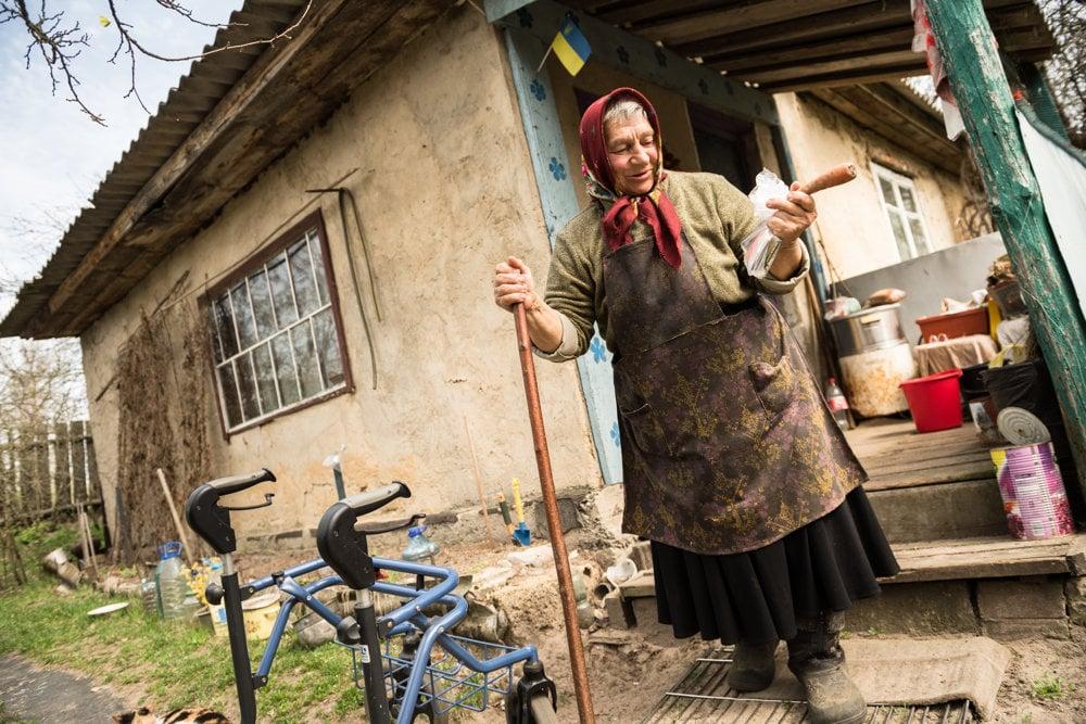 Valentyna Sočenoková žije sama na konci uzavretej zóny, v dedinke Teremcie.