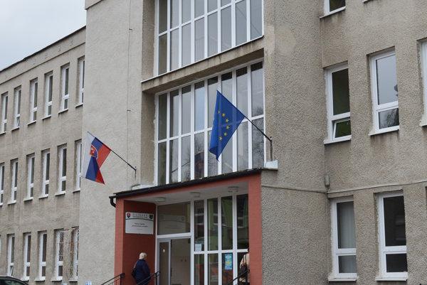 ŽSK vyhral spor o určenie vlastníctva budovy bývalej polikliniky v Turzovke najskôr na Okresnom súde v Čadci. Jeho rozhodnutie potvrdil krajský súd