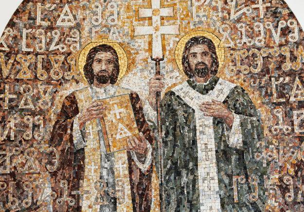 Autorom mozaiky je akademický maliar Pavol Muška.