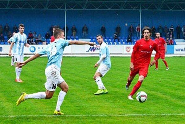 Víťazstvo Serede malo špeciálnu príchuť pre Milana Mujkoša (vpravo), ktorý nedávno pôsobil práve v Šali.