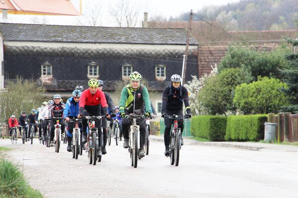 Účastníci prvej etapy.