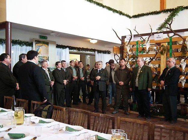 V Oravskom Veselom vítal hostí starosta Albín Maslaňák (prvý rad, štvrtý sprava).