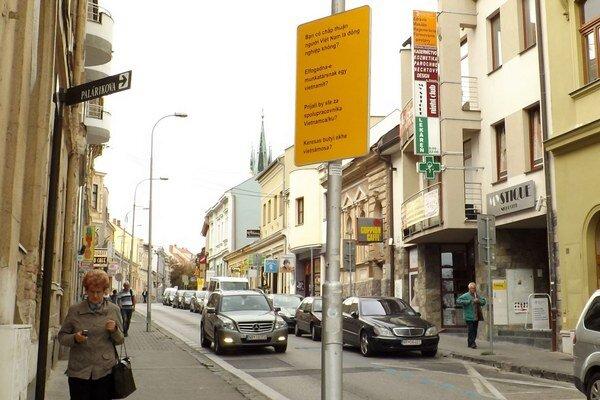 Panel na Farskej ulici.