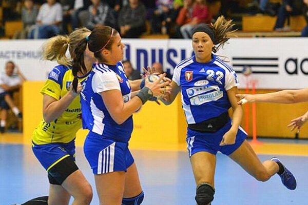 Šalianky nestačili na favorizované Michalovce. V modrom Trochtová a navrátilkyňa Kodajová.