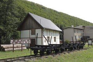 Zvyšky železničky možno vidieť v Kľakovskej doline aj dnes.
