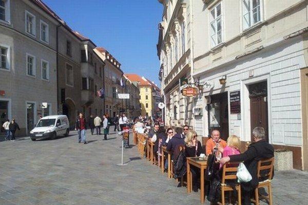 Turisti v Bratislave.