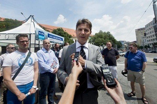 Kandidát na post primátora Ivo Nesrovnak (SDKÚ) na dnešnom brífingu pre médiá.