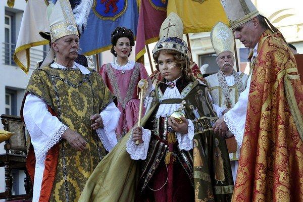 Korunovačné slávnosti pritiahli návšetvníkov zo Slovenska aj zahraničia.