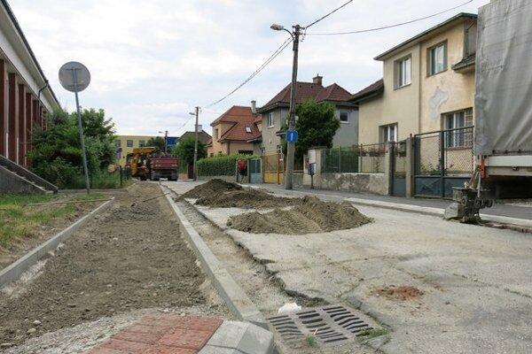 Tento rok opravia aj viacero chodníkov.