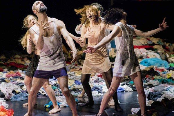 Súbor les ballets C de la B & Münchner Kammerspiele: predstavenie tauberbachChoreograf Alain Platel