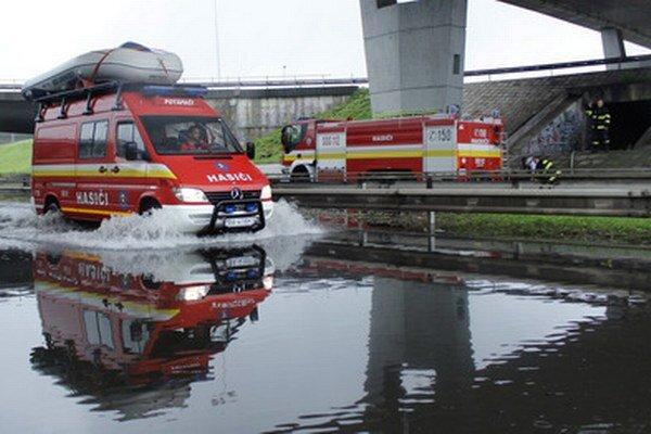 Zaplavený podjazd.