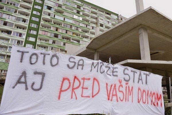 Obyvatelia s stavbou nesúhlasia.
