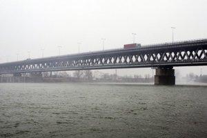 Prístavný most je dvojposchodový diaľnično-železničný most cez Dunaj v oblasti bratislavského dunajského nákladného prístavu.