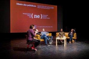 Prvá diskusia sa zameriavala na problematiku využívania verejných priestorov v meste.