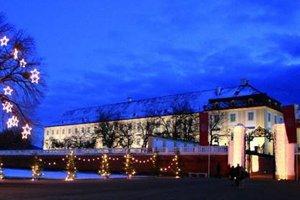 Vianočná dedinka zámku Schloss Hof.