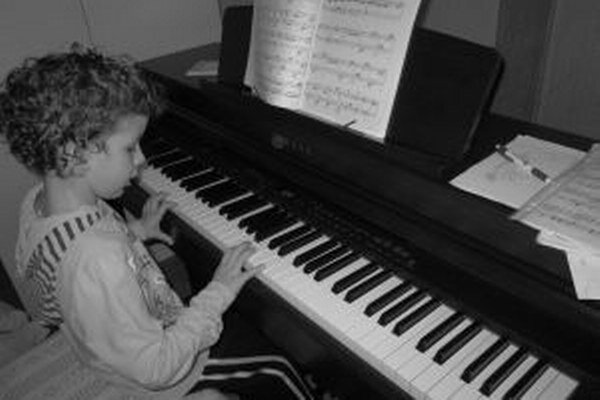 Z nového klavíra sa v rodine Kyseľovcov teší aj najmladšia zo siedmich sestier.