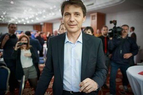 Ivo Nesrovnal počas víťaznej volebnej noci.