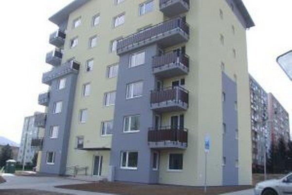Nová bytovka je už dokončená, ale nájomníci sa do nej nasťahujú až o pár mesiacov.