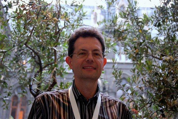 Viedenský cyklolobista Andrzej Felczak radí začať s oberaním nízko visiacich plodov - najjednoduchšími riešeniami ako je sprístupnenie jednosmeriek cyklistom v oboch smeroch.