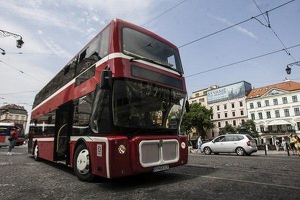 Autobus bol vyrobený na Slovensku. Miest na sedenie je 54 a na státie 31.