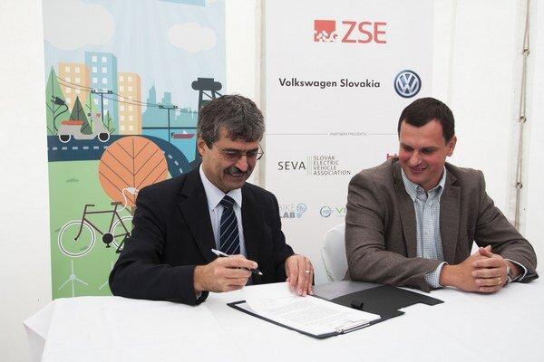 V memorande sa vyzdvihuje potreba vybudovať infraštruktúru pre elektromobily.