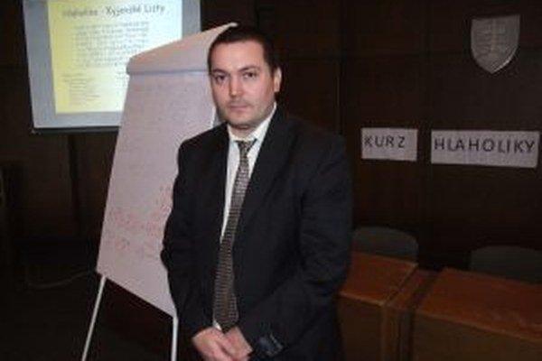 Lektor Peter Imriš. Prvému písmu Slovanov sa venuje už niekoľko rokov.