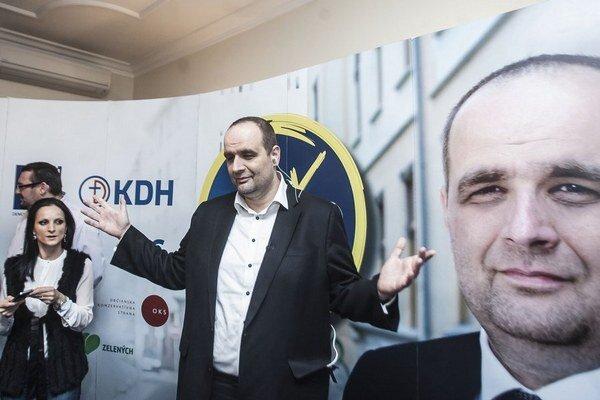 Víťazom prvého kola volieb v Bratislavskom kraji je šéf SDKÚ Pavol Frešo, ktorého podporovala široká pravicová koalícia.