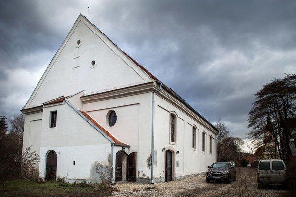 Exteriér synagógy v Stupave.