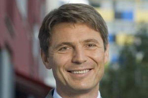 O funkciu primátora za stranu SDKÚ-DS v roku 2014 zabojuje dnešný podpredseda Bratislavského samosprávneho kraja Ivo Nesrovnal.