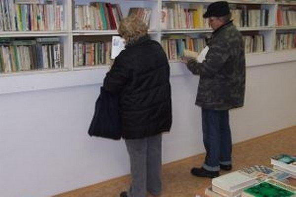 Vo výpredaji ponúkli v Žarnovici stovky kníh.