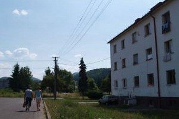 Ubytovňa v Hliníku nad Hronom. Obec by ju chcela odkúpiť a urobiť v nej nájomné byty.