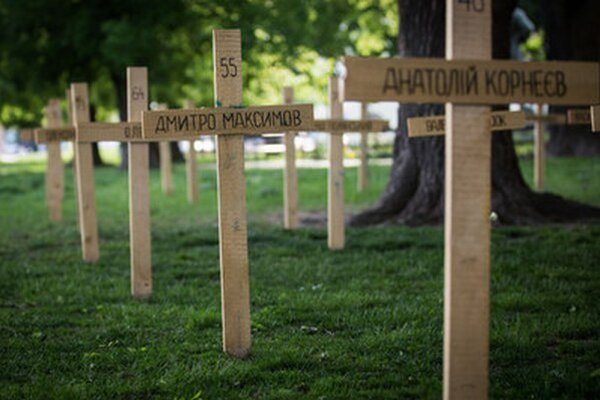 Symbolický cintorín pre obete Majdanu na Vajanského nábreží v Bratislave.
