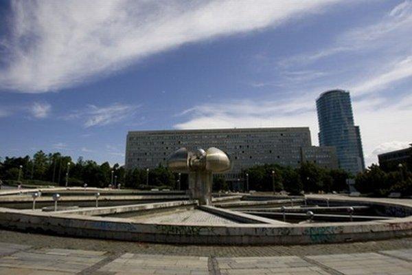 Treba vyriešiť aj budúcnosť fontány na Námestí slobody.