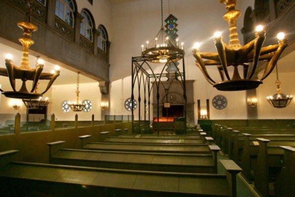 Interiér židovskej synagógy v Bratislave na Heydukovej ulici.