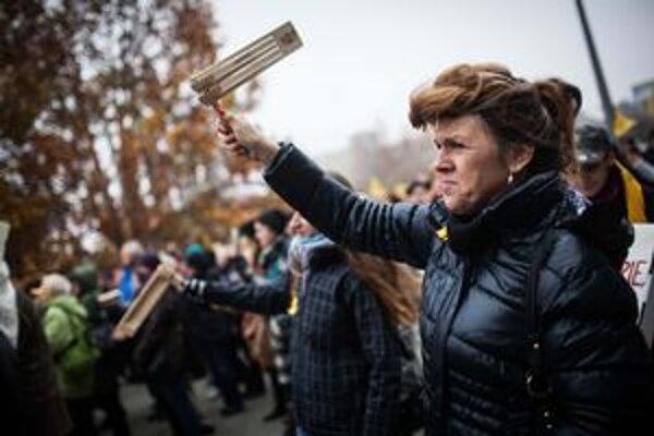 Učitelia začali štrajkovať v pondelok.