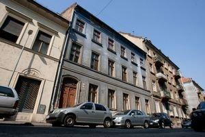 V Starom Meste sa má vysťahovať 22 domov. Výpovede dostali aj ľudia z tohto domu na Grösslingovej.
