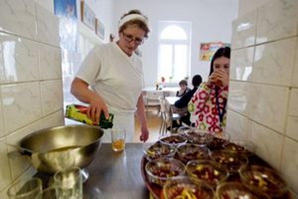 Po 33 rokoch praxe je plat hlavnej kuchárky 350 eur.