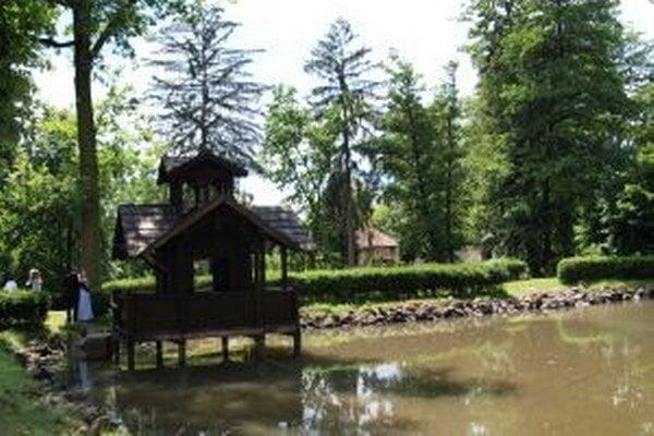 Rybolov v parku stopli, rybám škodí teplo.