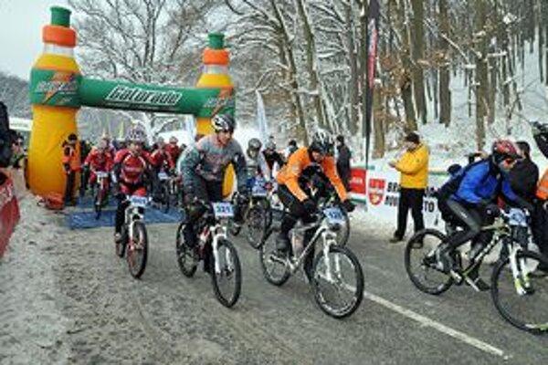 Cyklisti vyštartovali i v zimnom počasí.
