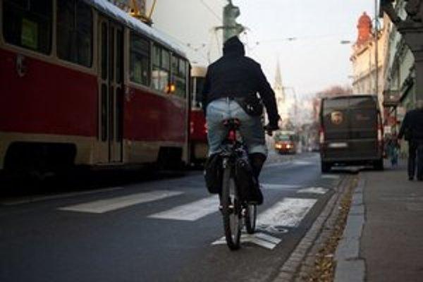 Bratislavské cesty sú pre cyklistov stále riskantné.