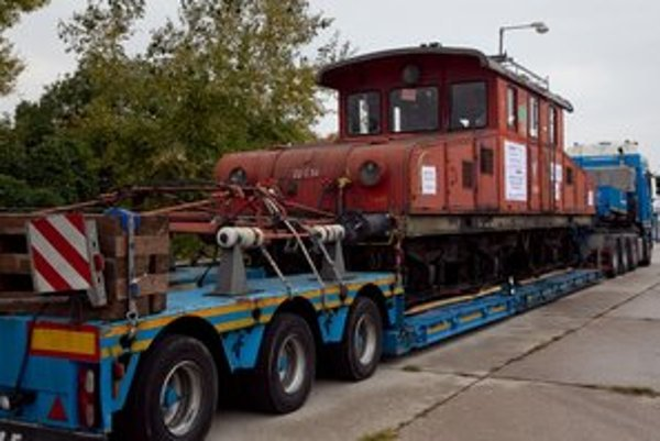 Historickú lokomotívu z roku 1913 priviezli naspäť do Bratislavy v roku 2011.
