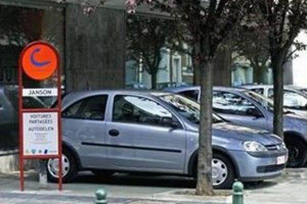 Autá v Brémach či Bruseli majú vyhradené parkovacie miesta, kde si ich ľudia môžu vyzdvihnúť.