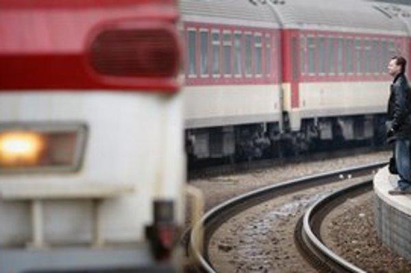 Aj keď nový softvér rozbehnú, cesta vlakom na Záhorie bude výhodnejšia po starom.